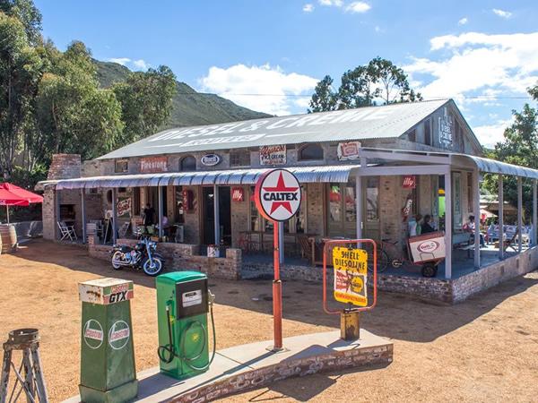5-great-motorcycle-concept-cafés